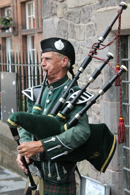 bagpipes-215549_1920