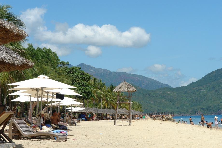 nha-trang-beach-1160579_1920