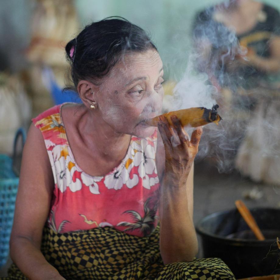 smoking-504528_1920